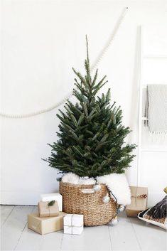 Unique 100 Fun Christmas Home Decorating Ideas https://decorspace.net/100-fun-christmas-home-decorating-ideas/ #ChristmasHomeDecorating,