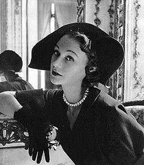 Sophie Malgat is wearing a black velvet Venetian-inspired hat by Paulette, photo by Pottier, 1949