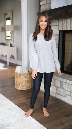 Don't have to say a thing grey blouse - pink lily Legging Outfits, Leggings Fashion, Outfits With Grey Cardigan, Grey Blouse, Summer Outfits Women, Simple Outfits, Fall Outfits, Leggings Mode, Afghani Clothes