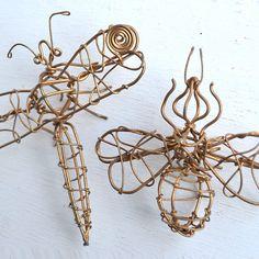 dragonflies and bees wire art 2 of each   par ElizabethRosenArt