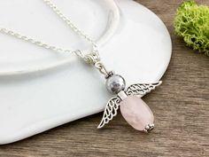 Rózsakvarc és pirit angyal ezüst színű nyakláncon