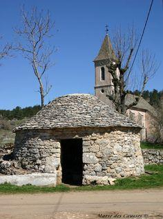 """Puits dit """"gaulois"""" du Falisson sur le Causse de Sauveterre (Lozere)"""