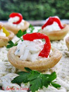 Coppette di Frolla Salata con Crema alla Robiola e Parmigiano con Peperoni Grigliati