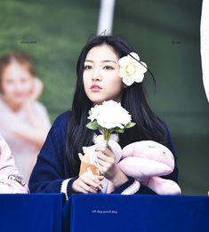Kpop Girl Groups, Kpop Girls, Fans Cafe, Cool Baby Stuff, Bias Wrecker, Good Day, Entertaining, Songs, Face