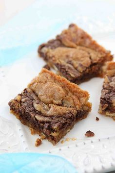 Nutella and Cream Cheese Swirled Blondie Recipe: Recipe is confusing. 2 eggs for blondie & 1 yolk for Nutella mix. Just Desserts, Delicious Desserts, Dessert Recipes, Yummy Food, Nutella Recipes, Brownie Recipes, Nutella Blondies, Nutella Cream Cheese, Yummy Treats