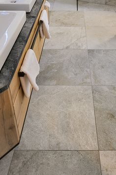 Ein Boden in bringt ein wildes und natürliches Ambiente in Dein Zuh… A floor in brings a wild and natural ambience to your home! Old Stone Houses, Recycled Art Projects, Dream Bath, Spa Design, Engagement Ring Cuts, Bathroom Flooring, Tile Flooring, Own Home, Interior Decorating