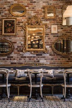 Los espejos asi me encantan, lo he puest en varias fotos, los ladrillos, el sillon, todo! Cluny | Munge Leung