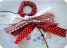 Rag wreath - 2.5 x11 inch strips : vary lenghts and use about 5 differnt fabrics