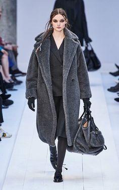 Max Mara Teddy Coat, Max Mara Coat, Fall Fashion Trends, Fashion Week, Milan Fashion, Capsule Wardrobe, Camel Coat Outfit, Winter Coat Outfits, Wool Coat
