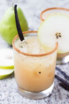 Vanilla Pear Margaritas: 4 ounces pear juice 2 ounces agave silver tequila 1 ounce fresh lemon juice Fresh vanilla bean seeds from a piece of vanilla bean Drizzle of honey (about – teaspoon) Pinch of cinnamon Winter margarita idea - Vanilla Pear Margari Beste Cocktails, Mezcal Cocktails, Tequila Drinks, Cocktail Drinks, Cocktail Recipes, Drink Recipes, Alcoholic Drinks, Pear Drinks, Pear Recipes