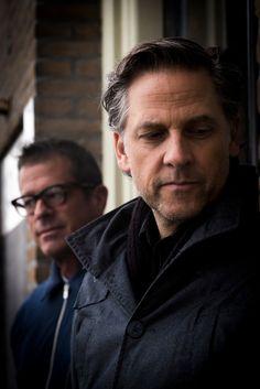 Oprichters Joey Burns en John Convertino zijn al ruim twintig jaar lang de drijvende krachten achter Calexico, een band aan de exotische kant van americana. Onlangs verscheen het negende album, The Thread That Keeps Us.