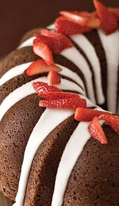 Beautiful to look at and a treat to eat, this Bundt cake is a showstopper at dinner parties when paired with an Argentinian red. Click for the recipe + our wine suggestion!