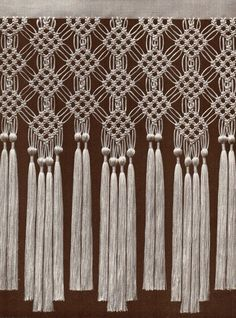 cómo hacer cortinas de sisal – Yahoo Search Search Results for Images - macramé 2019 Sisal, Macrame Curtain, Beaded Curtains, Plant Wallpaper, Curtain Patterns, Macrame Design, Macrame Projects, Macrame Knots, Macrame Patterns