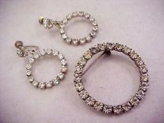 Vtg 1960s Clear Rhinestone Silver Tone Circle Pin & Screw Back Earrings Set Vintage Necklaces, Vintage Earrings, Rhinestone Jewelry, Vintage Rhinestone, Vintage Pins, Vintage Items, Screw Back Earrings, Jewelry Sets, Jewelry Rings