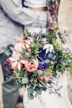 Nueva tendencia de bodas cambia las mesas de dulces por barras de cannabis!