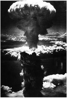 New World War II Photo: Mushroom Cloud over Nagasaki after Atomic Bomb Art Of Manliness, Atomic Bomb Hiroshima, First Atomic Bomb, Hiroshima Bombing, Nuclear Bomb, Nuclear War, Nagasaki, Hiroshima Japan, Photo Archive