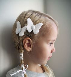 White Butterfly hair Clip set - Sparkle Snow White Butterfly Hair clips with Glitter Center . Petite Papillon in Sparkle White . via Etsy. Baby Hair Clips, Hair Bows, Doll Party, White Butterfly, Crochet Bunny, Felt Hearts, Gifts For New Moms, Great Hair, Little Girl Dresses