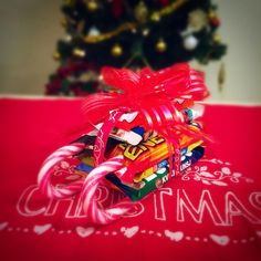 DIY Candy Sleigh Oh la la, this might as well be the clue to my next episode of #HolidayWithBoni 26 days till X'mas #ChristmasCountdown #CandySleigh #DIY #DIYGifts #NorwegianSnacks