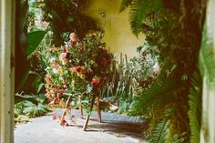 Florists, growers turn abandoned Detroit house into work of flower art - The Globe and Mail