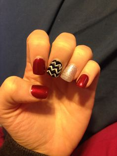Like the idea of all the nails the red color with the pale gold single painted nail (no chevron nail)