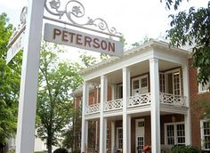 http://murraybuildingcompany.com/wp-content/themes/murray/images/peterson-hall-2.jpg