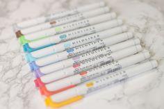 Ich zeige dir meine liebsten Stifte und wo du dein Bullet Journal kaufen kannst, um deine Bullet Journal Ideen perfekt umzusetzen! Filofax, Cute Pens, School Supplies, Writing, Calligraphy, Bujo, Stationary, Study, Amazon