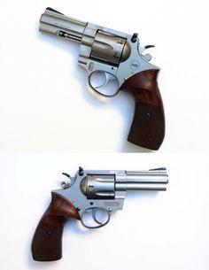 KORTH Modèle Combat, calibre .357 Magnum, à canon de 4″ en acier inox.