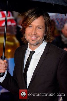 Keith supporting Nicole at the Paddington premiere in London, 23 November 2014. #keithurban