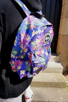 Unsere NEUE Marke für IHN: HYPE. Nicht nur mit coolen Shirts bei uns im Department Z vertreten, sondern auch mit bunten Rucksäcken und stylischen Cappies! Joggpant, SOLID Sweater, REVIEW Mütze, HYPE Rucksack, HYPE