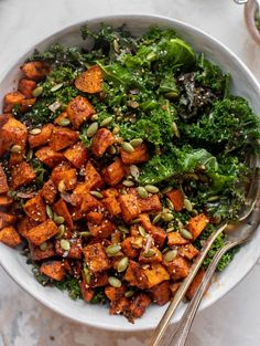 This smoky sweet potato kale salad is drizzled with a warm ginger dressing and topped with roasted pepitas. It's a lovely weeknight meal or perfect make ahead lunch – and so easy and flavorful! Kale Salad, Salad Bowls, Honey And Soy Sauce, Sweet Potato Kale, Paleo Soup, Make Ahead Lunches, How Sweet Eats, Weeknight Meals, Salad Recipes