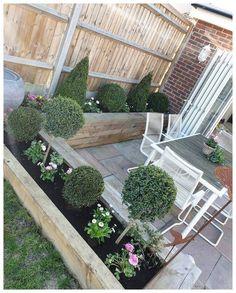 Small garden design - 53 affordable frontyard and backyard garden landscaping ideas 1 Back Gardens, Small Gardens, Outdoor Gardens, Back Garden Design, Backyard Garden Design, Fence Garden, Veg Garden, Yard Design, Balcony Garden