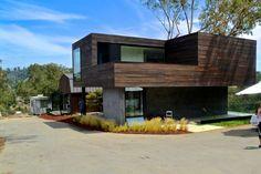 Cette maison d'hôtes située à Beverly Hills, en Californie, est le résultat d'une grange rénovée et couplée à une nouvelle structure par les architectes de