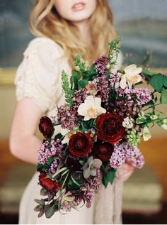 Spring bridal bouquet, lilacs, ranunculus, daffodil. Marsala and lavender bouquet | Orange Photographie