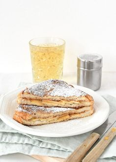Appeltaart wentelteefjes (Laura's Bakery) - Appeltaart wentelteefjes Breakfast Snacks, Breakfast Bake, Lunch Snacks, Healthy Breakfast Recipes, Lunches, Breakfast Ideas, Beignets, Tasty, Yummy Food