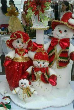 como hacer muñecos de navidad Felt Christmas Decorations, Christmas Lanterns, Christmas Ornaments To Make, Christmas Centerpieces, Christmas Snowman, Rustic Christmas, Christmas Wreaths, Christmas Crafts, Xmas