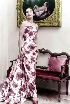 Gowns and Cartier Jewels: A New Book Remembers Opera Singer Maria Callas Maria Callas, 1950s Fashion, Vintage Fashion, Opera Singers, The Bikini, Vintage Glamour, Divas, Style Icons, Strapless Dress Formal