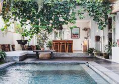 FELLA Luxus Strand Villa Canggu - Villen zur Miete in Kuta Utara, Bali, Indonesien Outdoor Spaces, Outdoor Living, Casa Hotel, Casa Patio, Canggu Bali, Kuta Bali, Beach Villa, Pool Designs, Backyard Landscaping