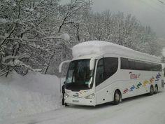 Bus de 70 Pax con una nevada de un metro encima. Viaje Esqui a los Alpes Nevada, Spain, Vehicles, Alps, Viajes, Sevilla Spain, Rolling Stock, Vehicle, Tools