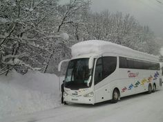 Bus de 70 Pax con una nevada de un metro encima. Viaje Esqui a los Alpes