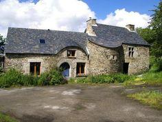 Manoir de Bourgerel, ce petit manoir du XVIe siècle est situé à Plussulien, entre Corlay et Saint Nicolas du Pelem. Pays de Corlay. Cotes d'Armor