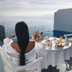 source: unknown DM for credit Boujee Lifestyle, Luxury Lifestyle Fashion, Vacation Mood, Luxury Girl, Classy Aesthetic, Rich Girl, Mode Vintage, Look Fashion, Girl Photos
