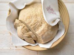 Es geht doch nichts über ein gutes Brot, oder? Französisches Landbrot - aus Weizen- und Weizenvollkornmehl - smarter - Kalorien: 180 Kcal - Zeit: 40 Min.   eatsmarter.de