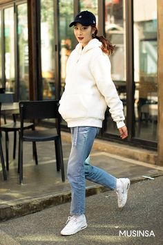 Korean Street Fashion 2018 #무신사 #KStreet #Akiwarinda Korean Street Fashion, Fashion 2018, Normcore, Street Style, Seoul, Asian Fashion, Urban Style, Street Styles, Street Style Fashion
