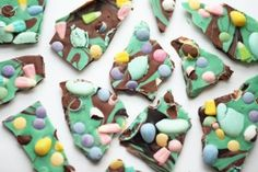 Not so skilled in the kitchen? These quick and easy #Easter #recipes are perfect for you! They're also great for kids and last minute get-togethers. #EasterCandy #EasterDesserts