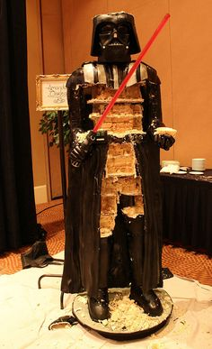 Amanda Oakleaf Cakes is again in news now for the life-size Darth Vader Cake they recently created. The same company that made the life-size Stormtrooper cake. Book Cakes, 3d Cakes, Star Wars Cake, Star Wars Party, Tall Wedding Cakes, Cake Show, Star Wars Celebration, Darth Vader, Diy Cake