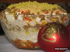 Pyszna warstwowa sałatka z serem feta i słonecznikiem