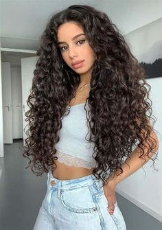 Fantastic Long Curly Hairstyles & Haircuts for Women in 2019 - Cheveux Curly Hair Styles, Curly Hair Tips, Curly Hair Care, Curly Hair Ponytail, Girls With Curly Hair, Curly Hair With Wand, Curly Permed Hair, Curly Hair Latina, Super Curly Hair