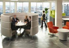 Hive three - Lounge meubilair | Ceka Office Group kantoorinrichting. Hive modulaire meubels is ontworpen om flexibele ruimtes voor samenwerking, communicatie en concentratie te creëren. Een veelzijdige systeem dat technologie integreert, Hive maakt een multifunctionele werkomgeving. Kijk op www.ceka-office-group.nl voor meer informatie.