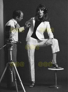 Photo - Jean Shrimpton & Peter Knapp working on a portrait