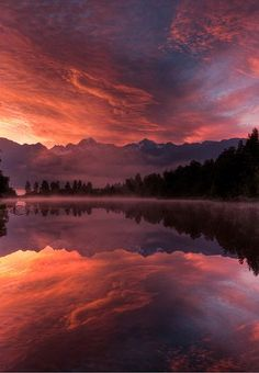 Someone mentioned we need more New Zealand photos so heres one I took at Lake Matheson near Fox Glacier at sunrise Best Vacation Destinations, Best Vacations, Beautiful World, Beautiful Places, Beautiful Pictures, Beautiful Sunset, Wanderlust, Nature Images, Nature Pictures